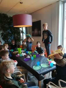 Kinderfeestje maart 2018 / lasergame in bos en in de zaal, daarna taart eten en kado`s uitpakken