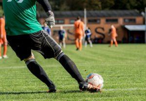 Ik heb voetbal gespeeld in het eerste en tweede van Veenhuizen in de jeugd vroeger. Dit was tussen mijn zevende en achttiende. Daarna heb ik ook actief in militaire dienst veel gesport en gevoetbald.